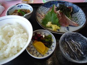 源氏山GC 鰹のたたき定食。